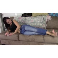 Jordana: Giantess In Jeans
